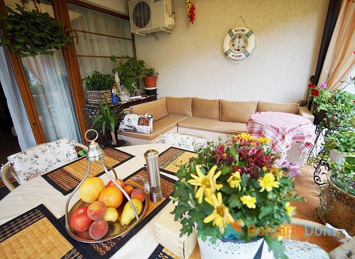 Большая квартира с зеленой лужайкой в Святом Власе. Фото 14
