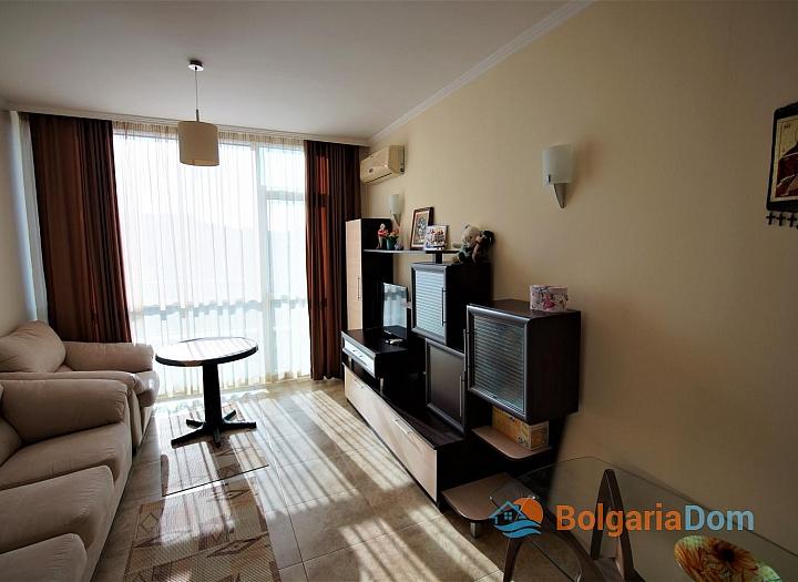 Меблированная двухкомнатная квартира в Несебре на первой линии. Фото 3