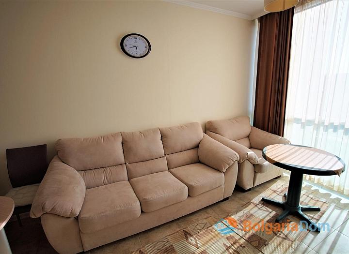 Меблированная двухкомнатная квартира в Несебре на первой линии. Фото 4
