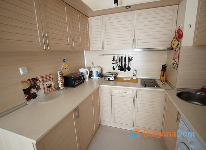Двухкомнатная меблированная квартира на Солнечном Берегу в 150 метрах от пляжа. Фото 2