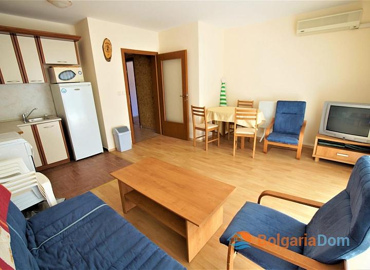Двухкомнатная меблированная квартира в Елените с видом на море. Фото 2