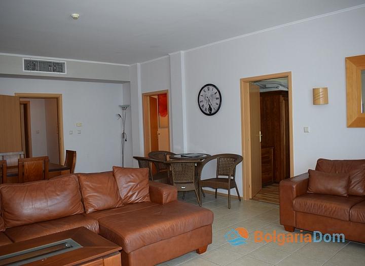 Квартира с двумя спальнями на первой линии в Сансет Резорт Поморие. Фото 3