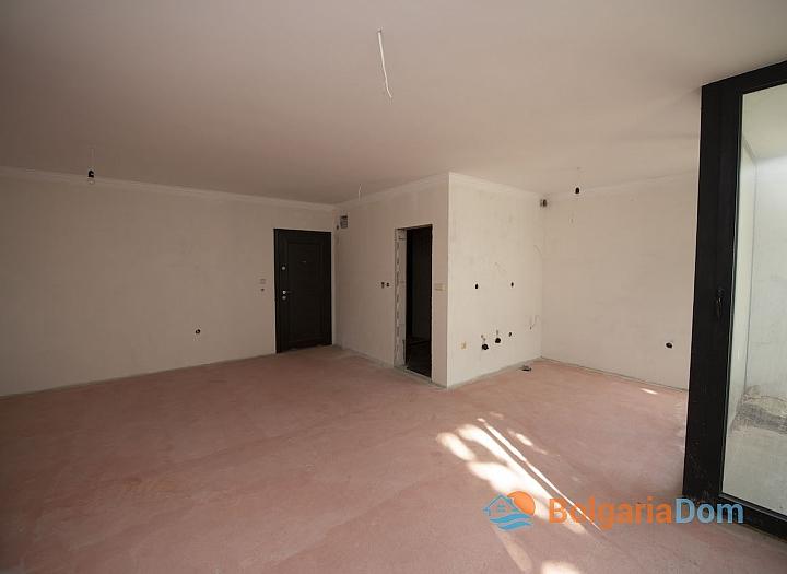 Недорогая квартира на первой линии моря в Равде. Фото 4