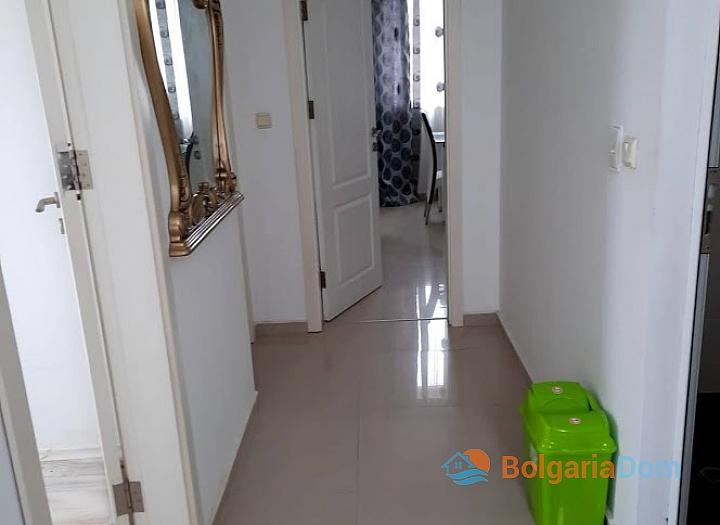 Новая красивая трехкомнатная квартира в жилом доме в центре Равды. Фото 6