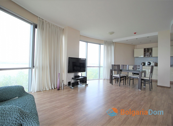Квартира с морской панорамой на первой линии в Поморие. Фото 7