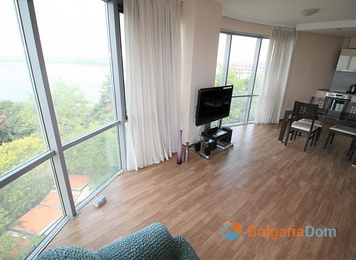 Квартира с морской панорамой на первой линии в Поморие. Фото 8