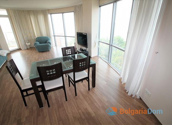 Квартира с морской панорамой на первой линии в Поморие. Фото 3
