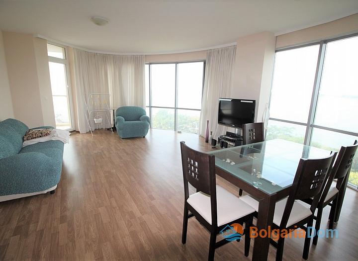Квартира с морской панорамой на первой линии в Поморие. Фото 5