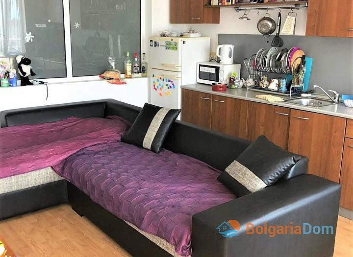 Купить двухкомнатную меблированную квартиру в Сарафово. Фото 5