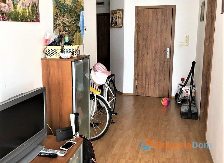 Купить двухкомнатную меблированную квартиру в Сарафово. Фото 9