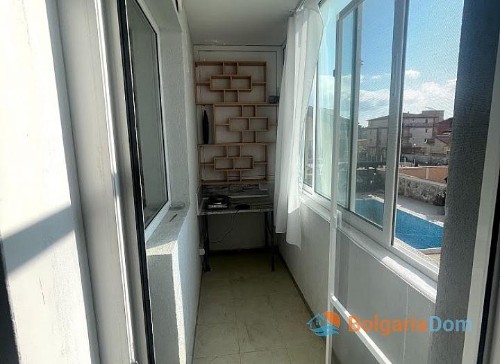 Новая красивая трехкомнатная квартира в жилом доме в центре Равды. Фото 9