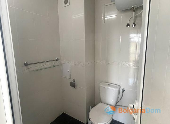 Новая красивая трехкомнатная квартира в жилом доме в центре Равды. Фото 12