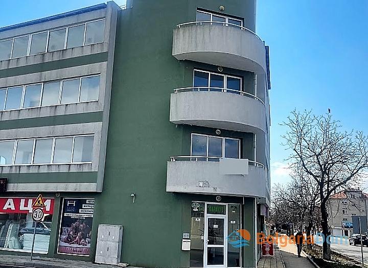 Новая красивая трехкомнатная квартира в жилом доме в центре Равды. Фото 16