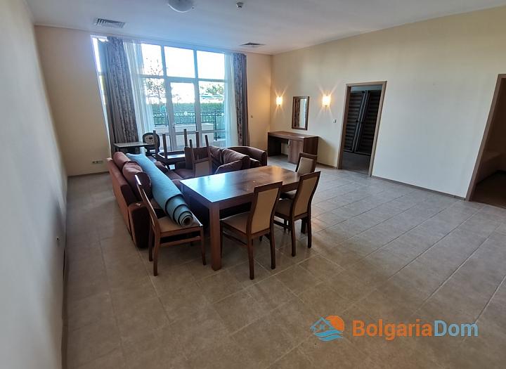 Трехкомнатный апартамент на первой линии моря в Поморие. Фото 2