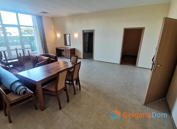 Трехкомнатный апартамент на первой линии моря в Поморие. Фото 3