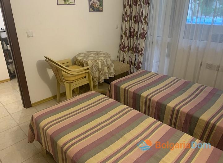 Недорогая квартира в курорте Солнечный Берег. Фото 16