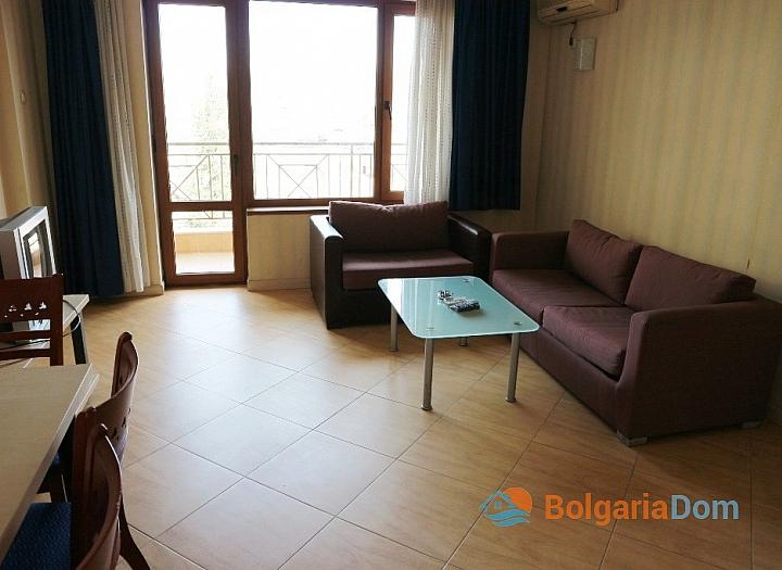 Недорогая трехкомнатная квартира в курорте Солнечный Берег. Фото 4