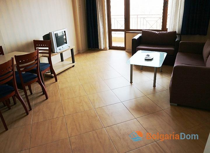 Недорогая трехкомнатная квартира в курорте Солнечный Берег. Фото 11