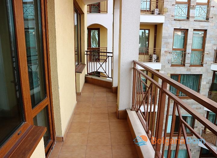 Недорогая трехкомнатная квартира в курорте Солнечный Берег. Фото 13