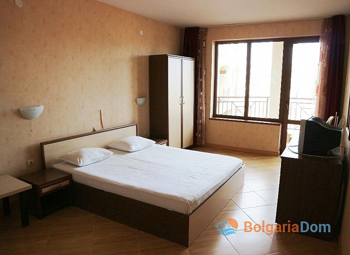 Недорогая трехкомнатная квартира в курорте Солнечный Берег. Фото 5