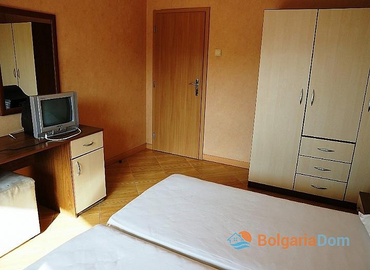 Недорогая трехкомнатная квартира в курорте Солнечный Берег. Фото 8