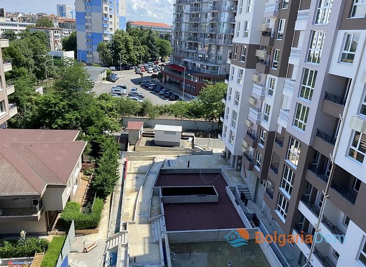 Новая трехкомнатная квартира с видом на озеро по супер-цене в элитном здании. Фото 7