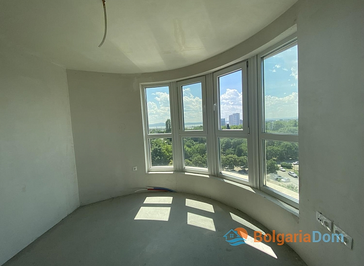 Новая трехкомнатная квартира с видом на озеро по супер-цене в элитном здании. Фото 3