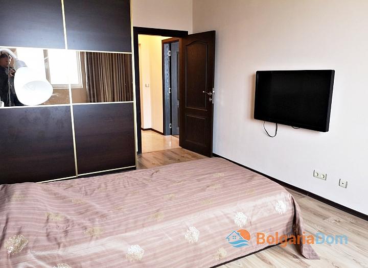 Трёхкомнатный меблированный апартамент на Солнечном берегу . Фото 11