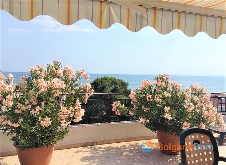 Трехкомнатная квартира с панорамным видом на море на первой линии. Фото 8
