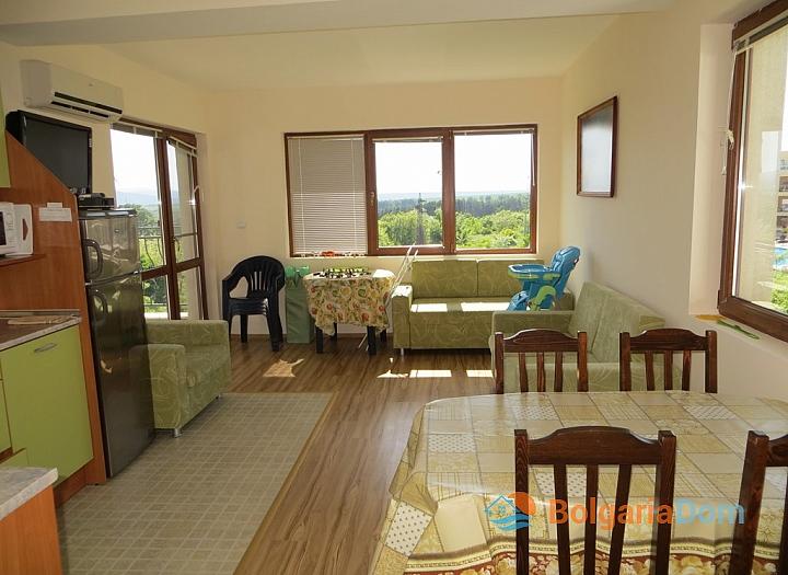 Квартира с хорошей мебелью и видом на море в Бяле. Фото 1