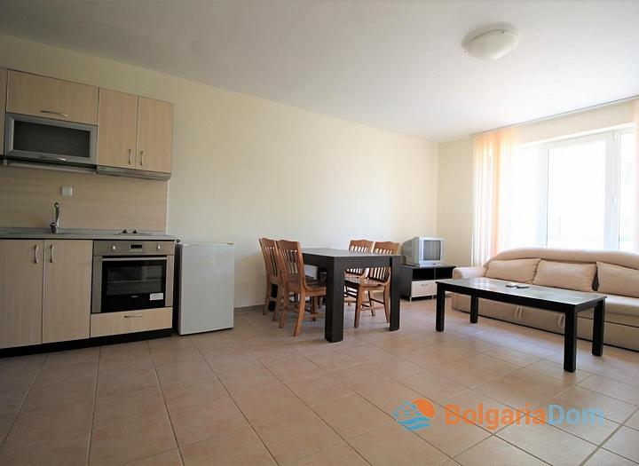 Недорогая двухкомнатная квартира в курорте Солнечный Берег. Фото 1
