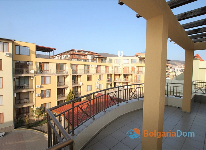 Трехкомнатная квартира с панорамной террасой в Святом Власе. Фото 8