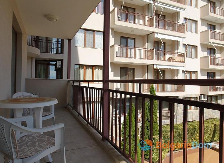Отличная двухкомнатная квартира с видом на бассейн. Фото 9