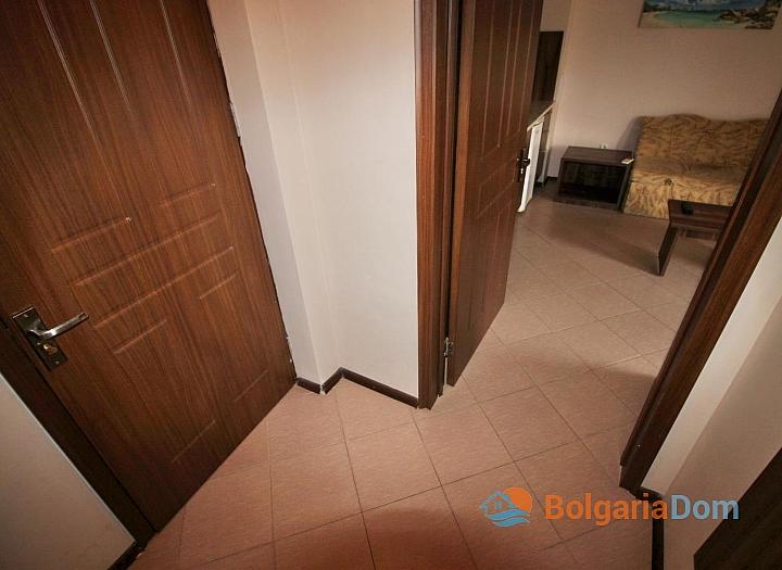 Двухкомнатная меблированная квартира возле пляжа в Несебре . Фото 8
