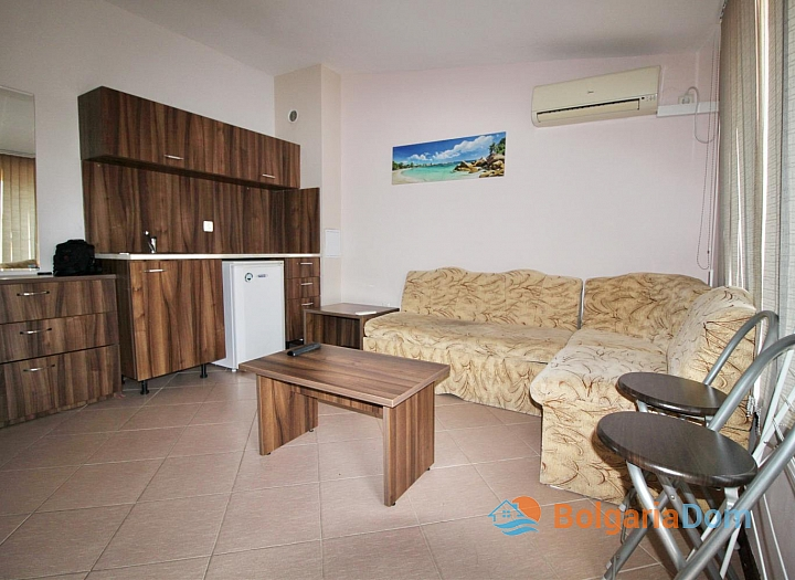 Двухкомнатная меблированная квартира возле пляжа в Несебре . Фото 3