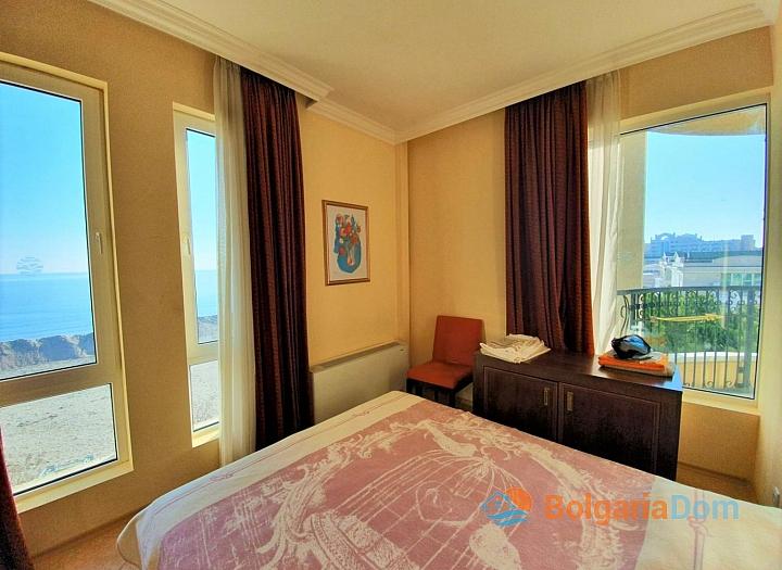 Трехкомнатная квартира с видом на море в комплексе на первой линии. Фото 21