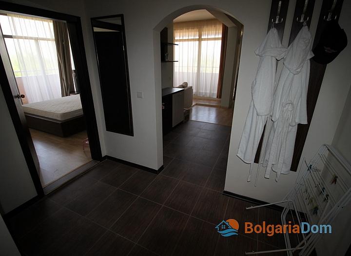 Просторный апартамент на первой линии в Царево, Врис. Фото 21