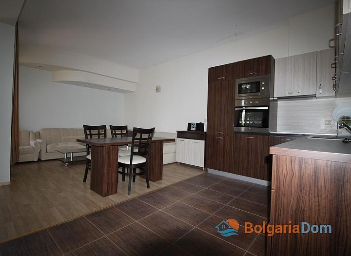 Просторный апартамент на первой линии в Царево, Врис. Фото 10