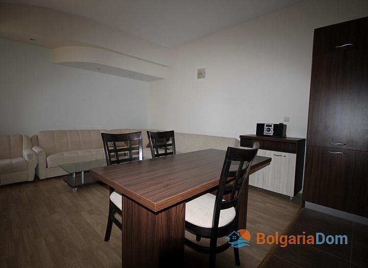 Просторный апартамент на первой линии в Царево, Врис. Фото 11