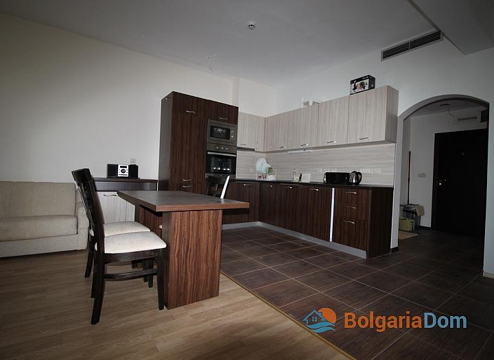 Просторный апартамент на первой линии в Царево, Врис. Фото 12