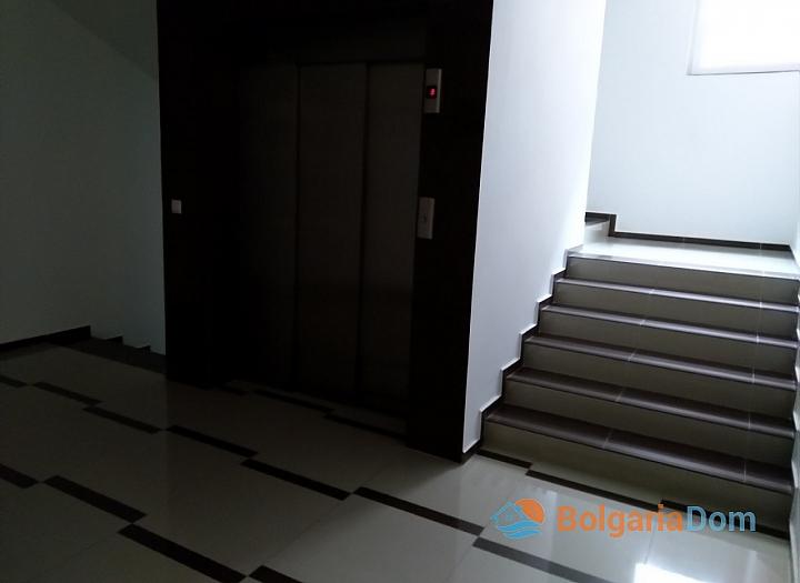 Современная двухкомнатная квартира в центре Поморие. Фото 10