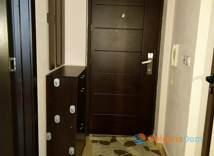 Современная двухкомнатная квартира в центре Поморие. Фото 8