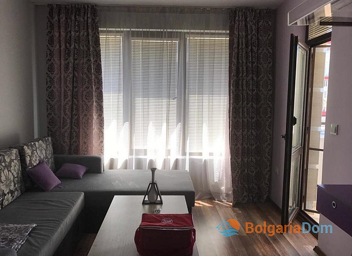 Двухкомнатная квартира на первой линии моря в Приморско . Фото 3