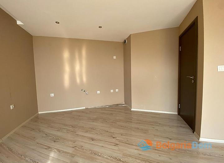 Купить двухкомнатный апартамент в Несебре на первой линии моря. Фото 4