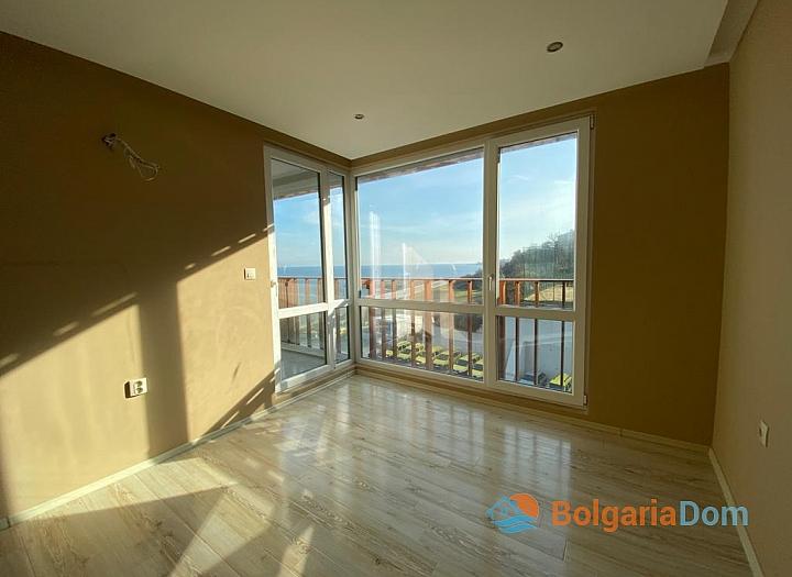 Купить двухкомнатный апартамент в Несебре на первой линии моря. Фото 5