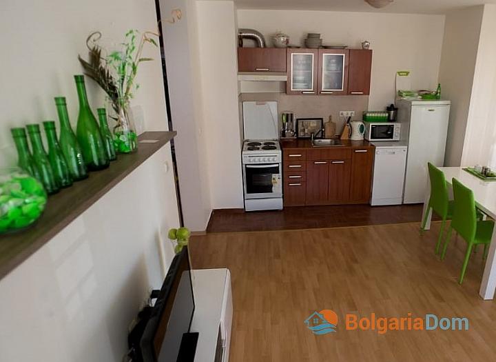 Двухкомнатная меблированная квартира на первой линии моря в Елените. Фото 6