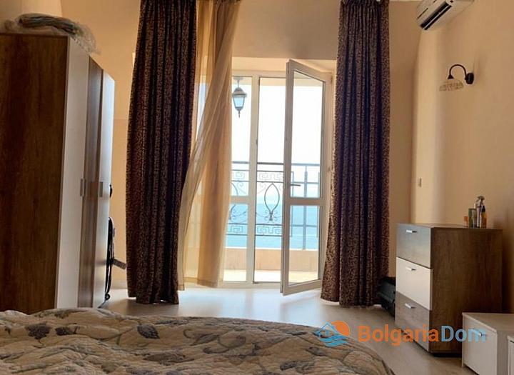 Апартамент с панорамной террасой на первой линии в Поморие. Фото 12