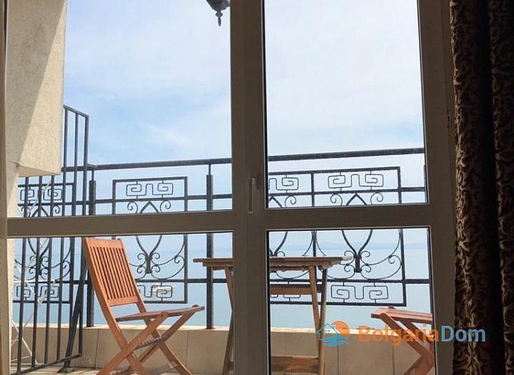 Апартамент с панорамной террасой на первой линии в Поморие. Фото 14