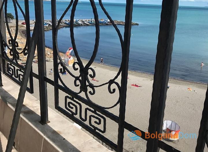 Апартамент с панорамной террасой на первой линии в Поморие. Фото 26