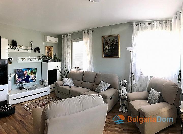 Трехкомнатная квартира для постоянного проживания в Поморие. Фото 1